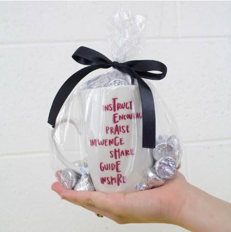 Easy Vinyl Mug Teacher Gift Idea