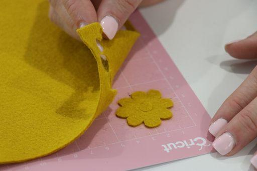 removing felt from a cricut cutting mat
